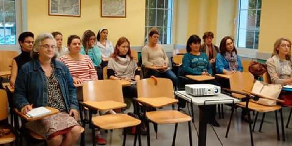 Cursos gratuitos de formación personal y profesional para mujeres desempleadas.
